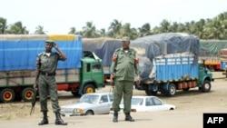 Des forces de sécurité à la frontière nigériane et béninoise, le 14 août 2003.
