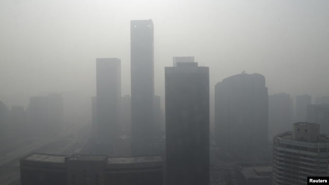 Buildings are seen in heavy haze in Beijing's central business district, January 14, 2013.