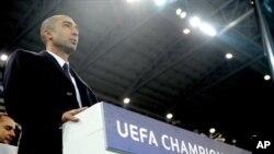 Manajer Chelsea, Roberto Di Matteo, dipecat setelah rapat darurat tengah malam di kamp latihan klub tersebut, pasca kekalahan 0-3 melawan Juventus dalam Liga Champions musim ini (20/11).