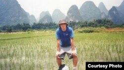 지난 2004년 중국 여행 중 실종된 미국인 대학생 데이비드 스네든. 중국 당국은 강에 빠져 숨졌다고 결론 지었지만, 북한에 의해 납치됐을 가능성이 제기되고 있다. 사진 제공: 크리스 스튜어트 의원실.