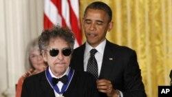 Predsjedničkom medaljom odlikovan je i legendarni Bob Dylan