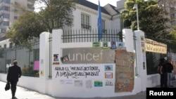 La oficina de Unicef en Chile es resguardada por personal de seguridad de la ONU, pero dicen que no desalojarán a los indígenas.