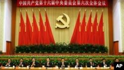 Rapat tertutup para pejabat teras partai Komunis Tiongkok di Beijing, Kamis (1/11). Tampak diantaranya Pemimpin Partai Komunis merangkap Presiden Tiongkok, Hu Jintao (tengah), dan Perdana Menteri Wen Jiabao (empat dari kiri).