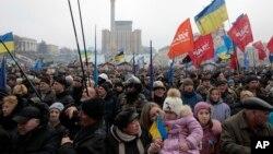 Dân Ukraina biểu bình tại Quảng trường Độc lập trong thủ đô Kyiv, 9/2/14