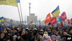 乌克兰反对派支持者2月9日在基辅独立广场参加集会