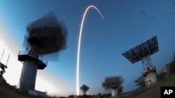 تصویری از پرتاب فضاپیمای سایوز حامل سه فضانورد به مقصد ایستگاه بین المللی فضایی