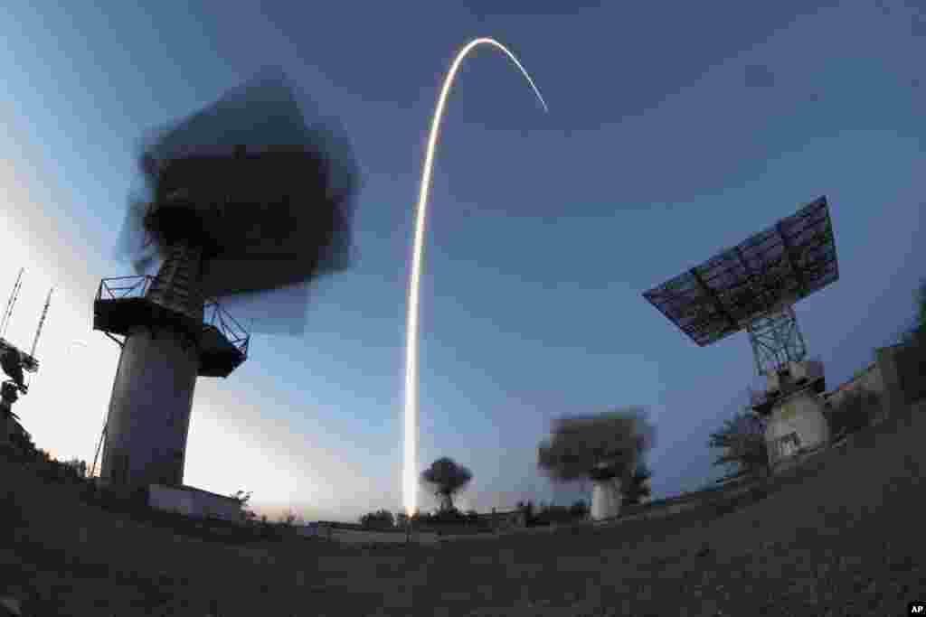 Qazaxıstanda yerləşən Rusiyanın Baykanur kosmodromundan Beynəlxalq Kosmos Stansiyasının yeni heyəti yola salınır.