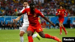 Belgium's Romelu Lukaku shoots to score a goal during extra time in the 2014 World Cup round of 16 game between Belgium and the U.S. at the Fonte Nova arena in Salvador, July 1, 2014.