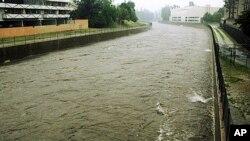 La rivière Los Angeles ( AP )