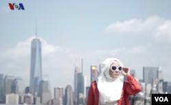 Anniesa Hasibuan saat mengikuti New York Fashion Week 2016