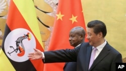 Perezida wa Uganda, Yoweri Museveni na Perezida w'Ubushinwa Xi Jinping mu kwezi kwa gatatu umwaka wa 2015 mu Bushinwa
