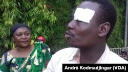 Un opposant qui a manifesté dans la rue au Tchad, le 6 août 2016. (André Kodmadjingar/VOA)