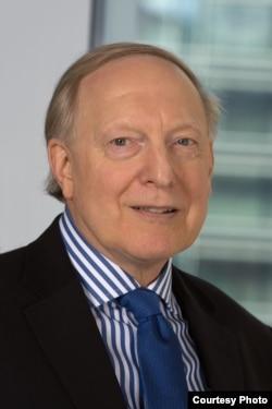加图研究所高级研究员、货币研究副总裁詹姆斯·多恩 (加图研究所)