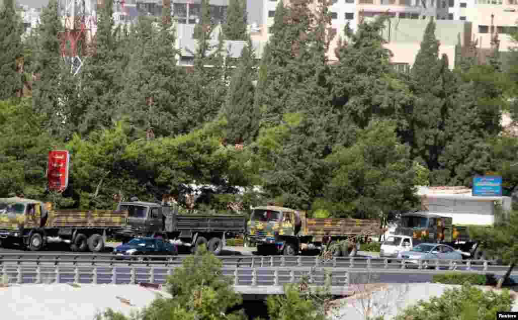 20일 다마스쿠스 근교를 지나는 정부군 차량.