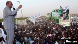 President Omar Hassan al-Bashir addresses a crowd in North Khartoum, Jun. 8, 2013.