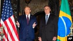 Presiden AS Donald Trump dan Presiden Brazil Jair Bolsonaro dalam pertemuan di Florida, 7 Maret 2020 lalu.