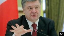 Tổng thống Ukraine Petro Poroshenko thông báo về cuộc họp thượng đỉnh với EU.