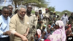 Jerry Rawlings, AU envoy to Somalia, speaks to displaced people during a visit to camps in southern Mogadishu, July 20, 2011. (AP)