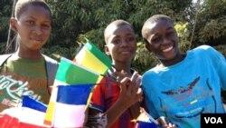 Des drapeaux français en vente au Mali (Photo d'Idriss Fall)