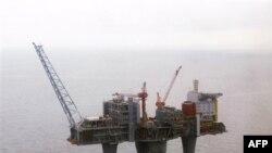 """Jedna od platformi norveške državne naftne kompanije """"Štatoil"""" u Severnom moru (arhiv)"""