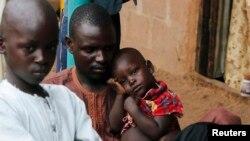 Dalam foto tertanggal 2/9/2014 ini para pengungsi yang melarikan diri dari serangan Boko Haram ditampung di Wurojuli, Gombe. Pada 22/12/2014 sebuah ledakan di Gombe menewaskan sedikitnya 20 orang.