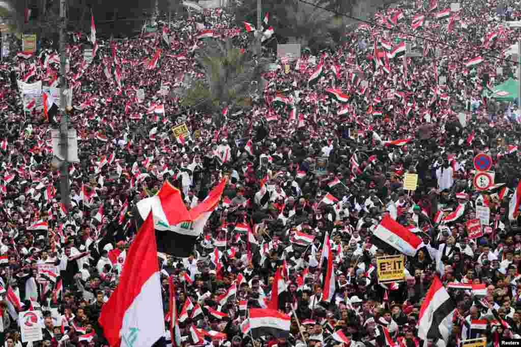 ہزاروں مظاہرین جمعے کو بغداد کے الحریہ کے علاقے میں جمع ہوئے۔ بغداد کے علاوہ دیگر شہروں سے بھی مظاہرین یہاں پہنچے۔