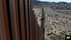El costo estimado del muro fronterizo ha ido creciendo progresivamente, pasó de $8.000 mil millones de dólares, a $21.600 millones según estudios.