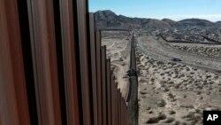 Informes sobre tendencias de inversión, elevan el precio del muro con México a los 25.000 millones de dólares.