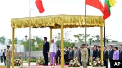 Japanese Prime Minister Shinzo Abe and Burma's President Thein Sein, take a salute of the honor guard at Presidential Palace in Naypyitaw, Burma, May 26, 2013.