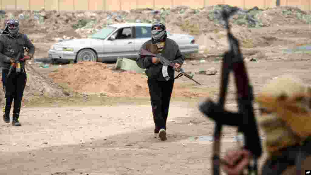 Gunmen patrol after clashes with Iraqi security forces in Fallujah, Jan. 5, 2014.