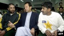 عمران خان اور جاوید میانداد بھی یہ اعزاز حاصل کر چکے ہیں۔
