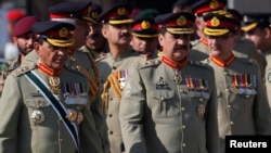 Pakistan's newly appointed army chief General Raheel Sharif (R) arrives to attend the change of command ceremony with outgoing army chief General Ashfaq Kayani (L) at the army headquarters in Rawalpindi November 29, 2013. Pakistan named Sharif, a career i