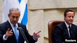 PM Inggris David Cameron (kanan) dan PM Israel Benjamin Netanyahu berpidato di hadapan parlemen Israel di Yerusalem, hari Rabu (12/3).