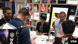 Komikus Alti Firmansyah dan penulis Sam Humphries di acara Comic Con 2018 (Dok: Alti Firmansyah)