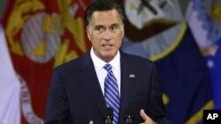 8일 미국 버지니아주 렉싱턴에서 외교정책에 관해 연설한 미트 롬니 공화당 대통령 후보.