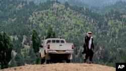 آرشیف:پال اوربی، نویسندۀ امریکایی، می خواست با عبور از مرز افغانستان وارد وزیرستان شمالی شود و با رهبر شبکۀ حقانی، مصاحبه کند