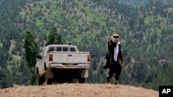 Un militante talibán en la región Waziristán del Norte hacia donde se dirigía Paul Overby cuando fue secuestrado.
