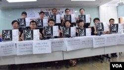 民間人權陣線星期五召開記者會,公佈今年以「決戰六八九、團結一致、守護香港」,作為7-1大遊行主題。(美國之音湯慧芸攝)