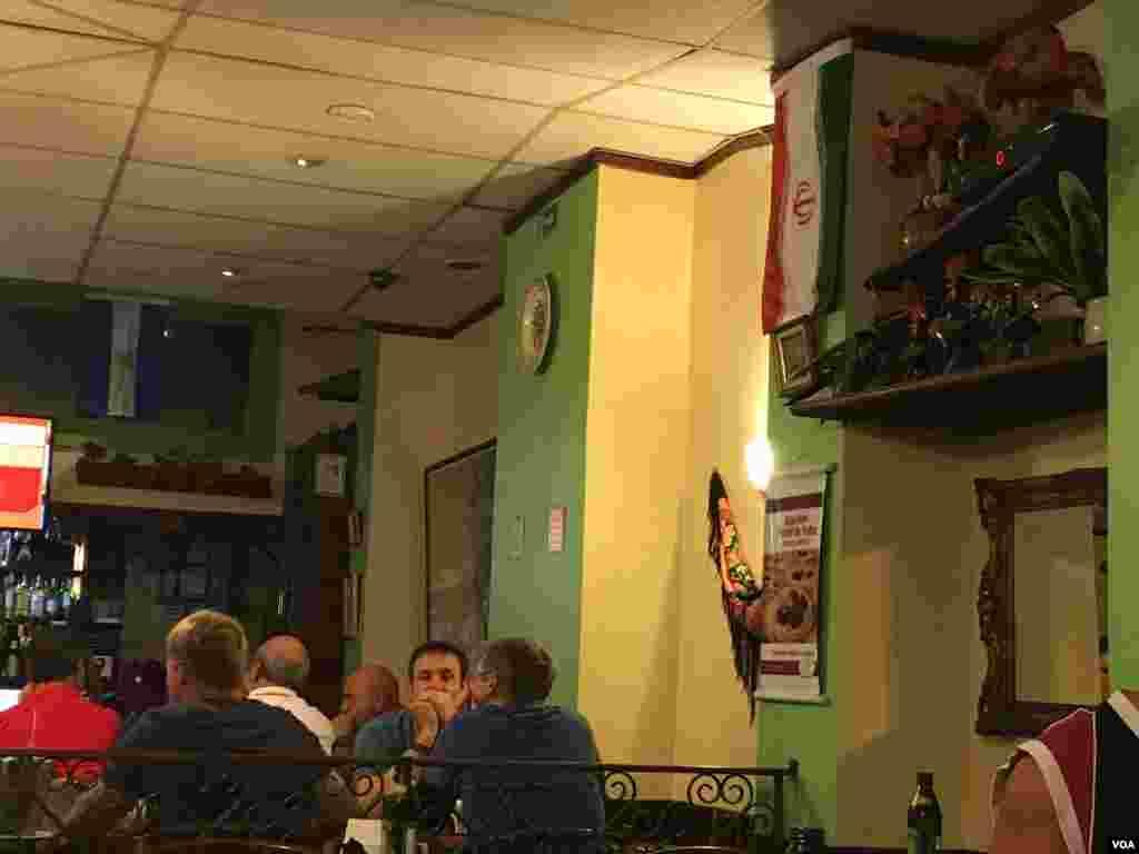 پرچم ایران در یک رستوران منطقه کوپاکابانا