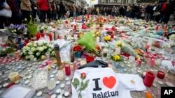 比利時遇襲後民眾留下鮮花悼念。