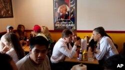 奥巴马和梅德维杰夫6月24日在华盛顿郊区的快餐店