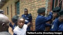 Happiness Ninja Yalala, 15 ans, arrêtée lors de son interpellation avec 14 autres personnes mercredi sur l'île d'Idjwi dans le Sud-Kivu (est), 16 novembre 2017. (Twitter/Lucha).