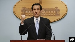 Taiwan's President Ma Ying-jeou gestures during a press conference in Taipei, Taiwan, May 10, 2011.