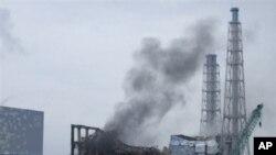 Dim iznad japanske nuklearne elektrane Fukušima izazvan topljenjem jezgra reaktora br. 3, 21. marta 2011.