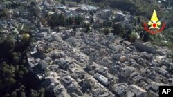 Uništeni italijanski grad Amatriče na vrhu brda nakon zemljotresa jačine 6,6 stenepi, nedelja 30. oktobar 2016.