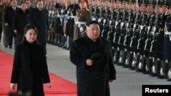 Kuzey Kore Lideri Kim Jong Un, Çin ziyaretini eşi Ri Sol Ju'yla birlikte gerçekleştirdi.
