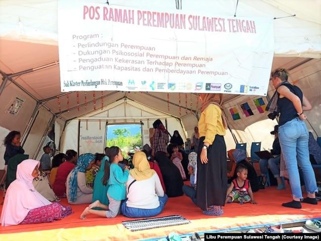 TengahTenda Ramah Perempuan di Balaroa, Kecamatan Palu Barat, Sulawesi Tengah diantaranya untuk memberikan perlindungan dan dukungan psikososial Perempuan dan Remaja di lokasi pengungsian. (Foto : Libu Perempuan Sulawesi Tengah)