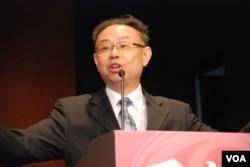 上海市政府台灣事務辦公室副巡視員仇長根表示,兩岸應展開政治對話,解決一中內涵的政治分歧