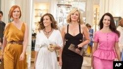 """CYNTHIA NIXON kao Miranda Hobbes, SARAH JESSICA PARKER kao Carrie Bradshaw, KIM CATTRALL kao Samantha Jones i KRISTIN DAVIS kao Charlotte u filmu """"Seks i grad 2"""""""