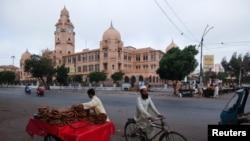 کراچی میونسپل کارپوریشن کی عمارت۔ فائل فوٹو